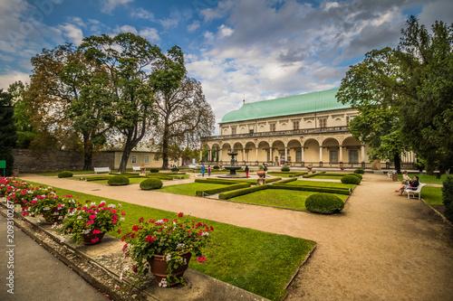 fototapeta na ścianę Das Lustschlösschen der Königin Anna in Sommer in Prag, Tschechische Republik