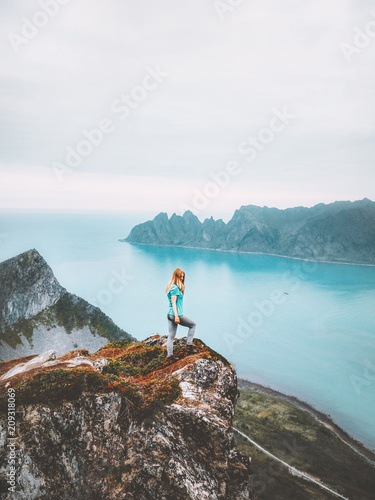 Cuadros en Lienzo Summer vacations travel journey woman traveler on mountain cliff over sea alone