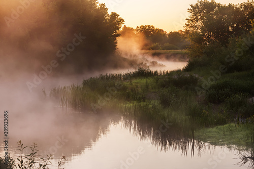 Foto op Plexiglas Rivier beautiful misty early morning on the river.