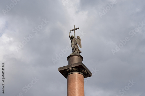 Poster Historisch mon. Alexander Column on cloud sky background.