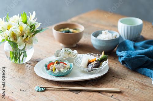 Deurstickers Klaar gerecht 鱈のマリネと煮物の和風プレート