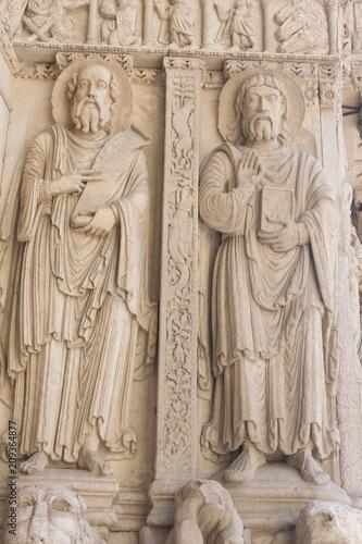 Foto op Plexiglas Artistiek mon. Detail of statue in the old cathedral Sainte Trophime in Arles France
