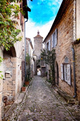 Fototapeta Ruelle du village Puycelsi, Tarn, Midi-Pyrénées, Occitanie, France
