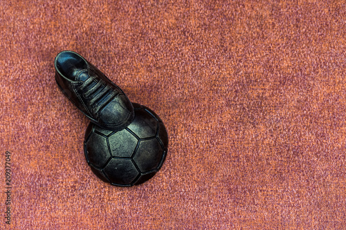 Canvas-taulu Soccer concept. Football, soccer ball with old soccer cleat