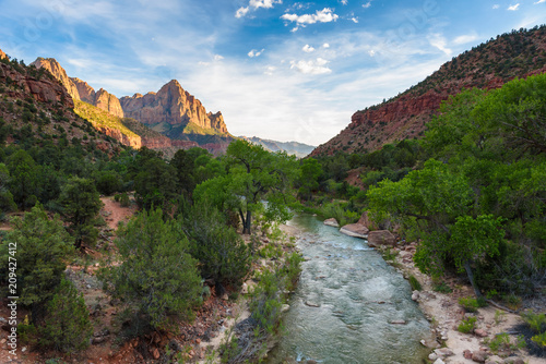 Poster Parc Naturel Landscape scenery at the Zion National Park, beautiful colors of rock formation in Utah - USA