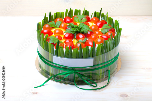 Fotografija  Non-sweet holiday cake with red fish, green onion, cherry tomatoes, cream cheese