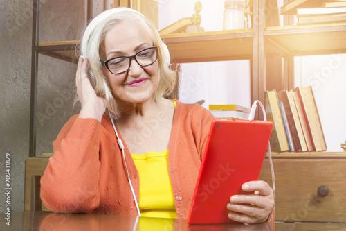 Fotografía Progressive modern granny concept