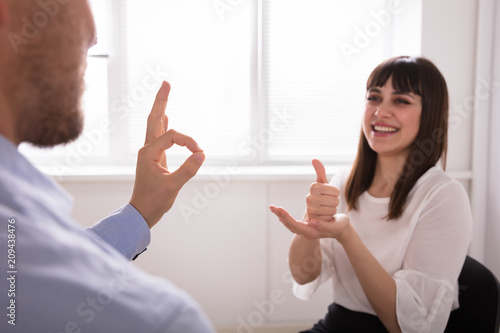 Young Woman And Man Talking With Sign Language Canvas-taulu