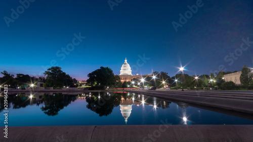 Obraz na płótnie Capitol staw przy błękitną godziną