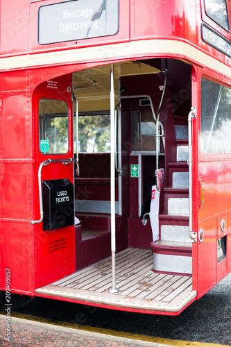 Платно Bus on the vehicle stop