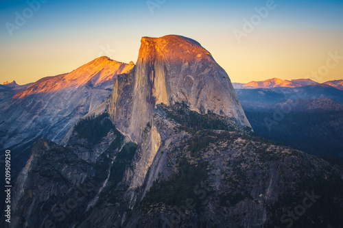 Valokuva  View of Half Dome from Glacier Point in Yosemite National Park