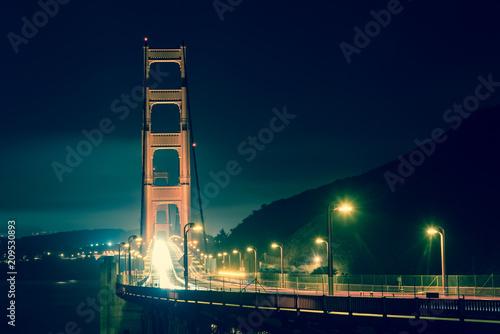 Plakat Golden Gate Bridge przy noc rocznikiem