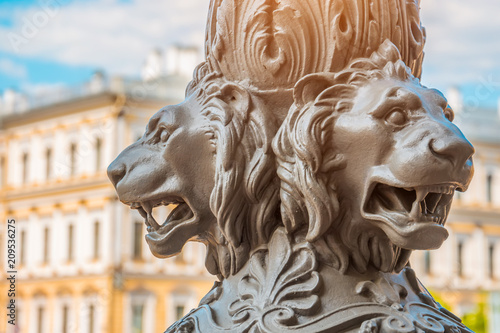 Poster Historisch mon. Antique architecture out of focus, in the foreground the sculpture of lions on a pillar, Saint-Petersburg, Russia.