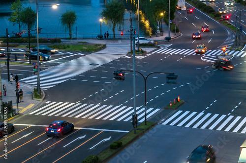 東京 夜の日比谷交差点