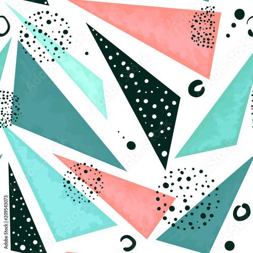 wzor-trojkatow-w-pastelowych-kolorach-i-czarne-kropki