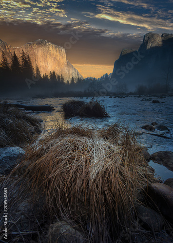 Papiers peints Bleu nuit Landscape of Yosemite National Park