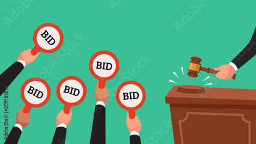 Fotografía  Auctioneer hold gavel in hand