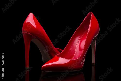 Fotografia Elegant red shoes on a black background