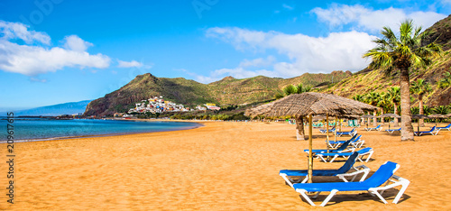 Montage in der Fensternische Kanarische Inseln Canary Islands, Tenerife. Beach las Teresitas with yellow sand. Canary Islands. Panorama