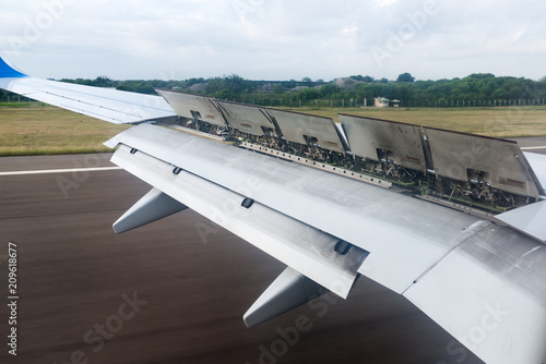 The wing of the aircraft with flaps open Fototapete