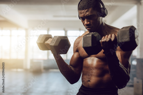 Crossfit guy training at the gym - 209663633
