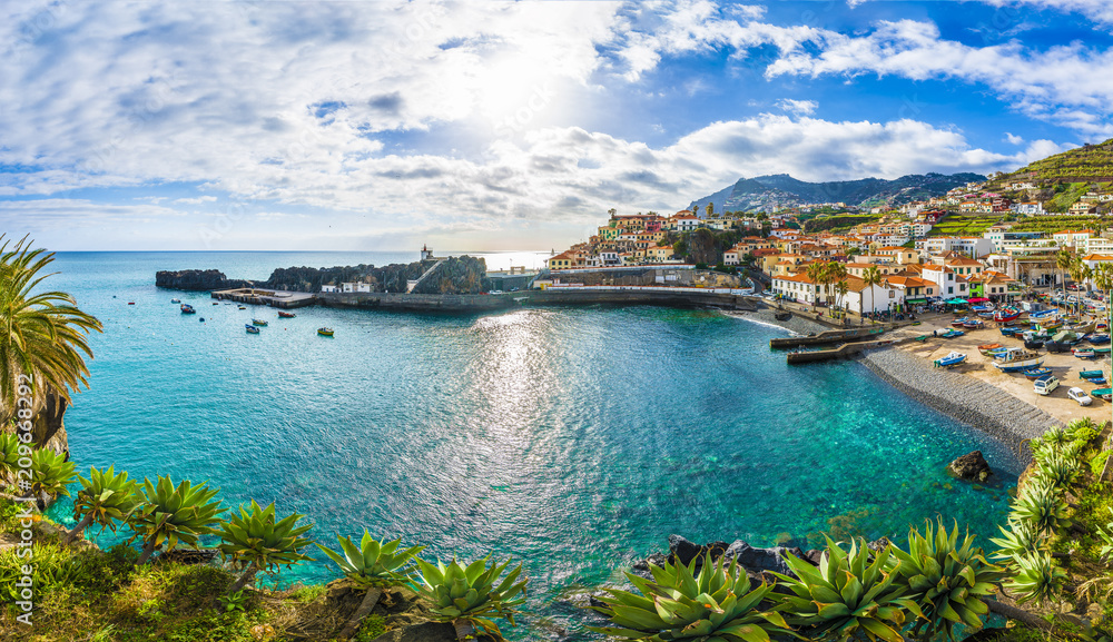 Fototapeta Camara de Lobos, harbor and fishing village, Madeira island, Portugal