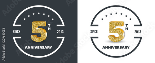 Photographie 5th Anniversary logo on dark and white background