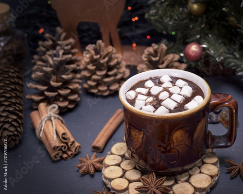 Spoed Foto op Canvas Chocolade hot chocolate with marshmallow in a brown ceramic mug