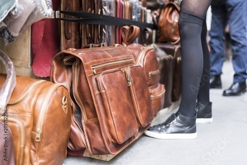 Fotomural sale of leather bags at the market, Florentine craftsmanship