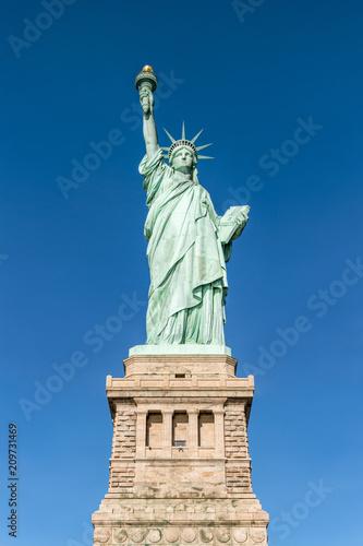 Fotobehang Historisch geb. Amerikanische Freiheitsstatue auf Liberty Island, New York City, USA
