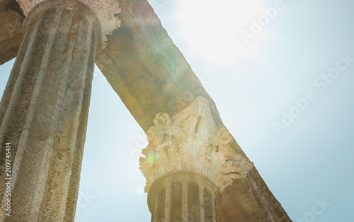 Photo  architectural detail of the Roman Temple of Evora or Temple of Diana in Portugal