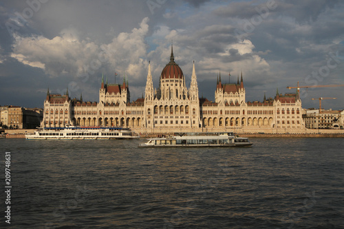 Fotografia  The Hungarian Parliament Building in Budapest, Hungary