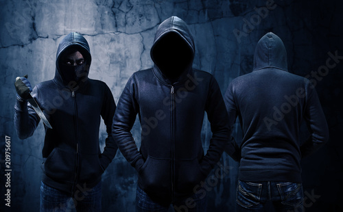 Obraz na plátně Gang of robbers or burglars dressed in black