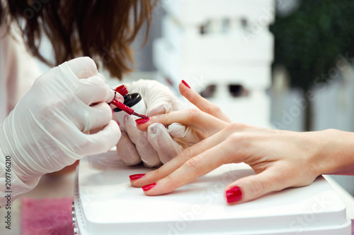 Poster Manicure Young woman doing manicure in salon. Beauty concept.