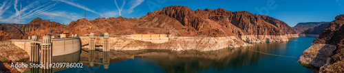 Poster Verenigde Staten Panoramic View of Hoover Dam, Utah. Attracting more than a million visitors a year, Hoover Dam is located in Black Canyon, just minutes outside of Las Vegas on the Colorado River.