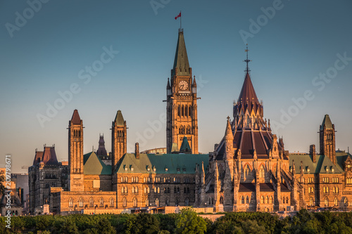 Stampa su Tela  OTTAWA, ONTARIO / CANADA - JUNE 16 2018: OTTAWA PARLIAMENT BUILDINGS VIEW ON SUM