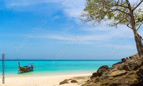 Foto op Canvas Asia land Amazing view of beautiful beach on the island with longtale boat. Location: Krabi Province, Thailand, Andaman Sea. Artistic picture. Beauty world.