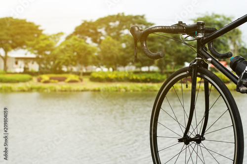 In de dag Fiets road bicycle on the pound background, country scene, vintage old retro bike