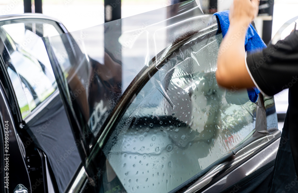 Fototapety, obrazy:  installs a tint film for the car glass