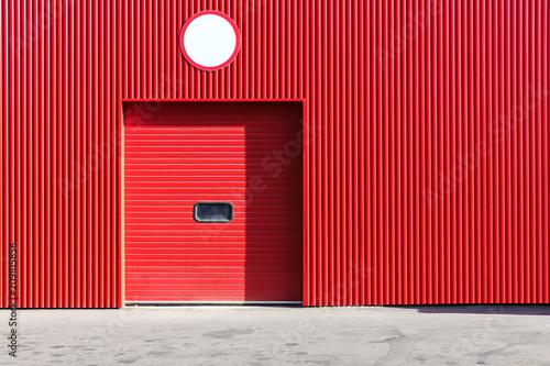 Staande foto Industrial geb. red metal warehouse wall with closed roller shutter door