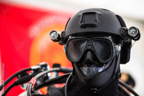 Fotografía  Tactical diving helmet of combat diving suit for police and army diving missions