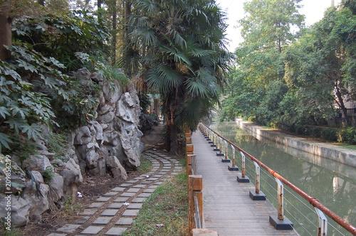 Tuinposter Weg in bos Chine