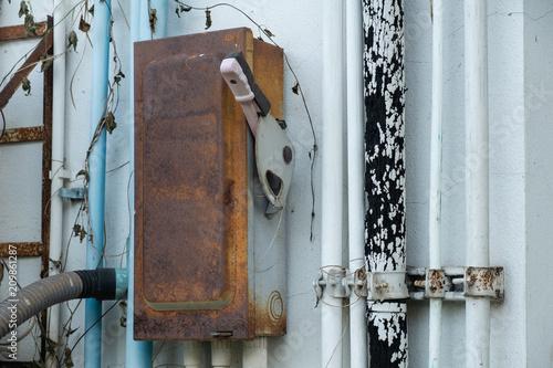 Fototapety, obrazy: old rusty breaker
