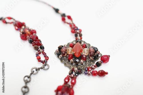 Fototapeta 赤いビーズのネックレス