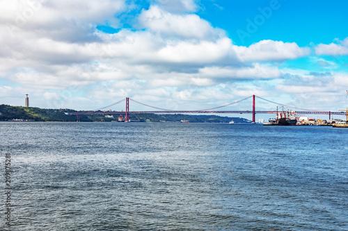 Zdjęcie XXL Most nad Tagiem w Lizbonie