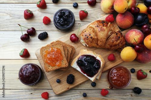 Fotografia, Obraz  confettura o marmellata di frutta sfondo rustico