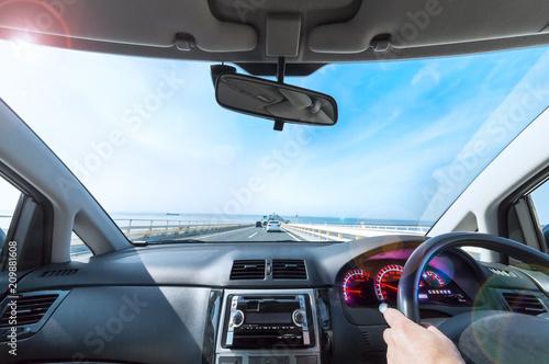 青空と海の上の高速道路 Fototapet