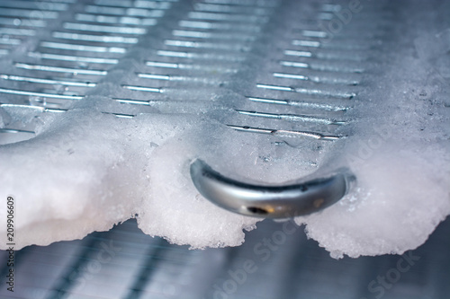 Kühlschrank, vereistes Gefrierfach