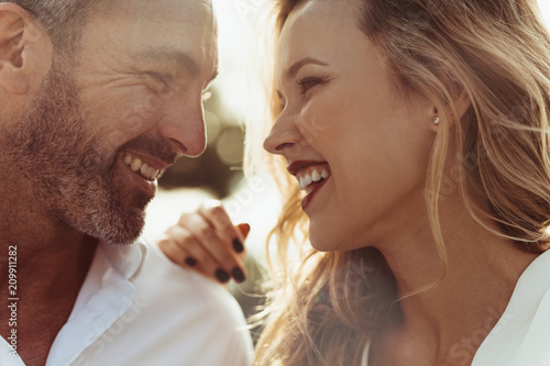 Fototapeta Loving couple looking at each other obraz