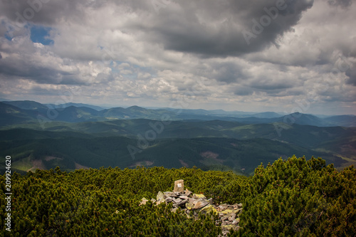 Foto op Aluminium Donkergrijs Beautiful mountains and blue sky in the Carpathians. Ukraine.